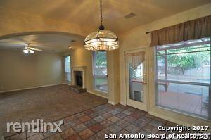 405 Sunrise Canyon Dr, Universal City, TX