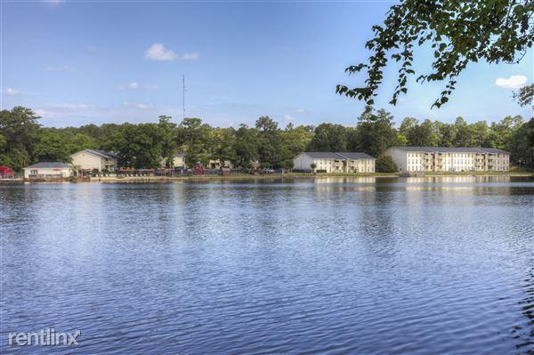 501 Leisure Lake Dr, Warner Robins, GA