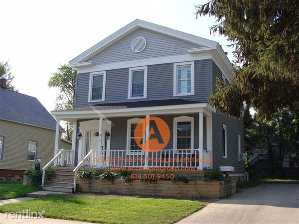 1312 Columbus Ave, Grand Haven, MI