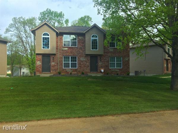 1391 Village Circle Dr, Glen Carbon, IL