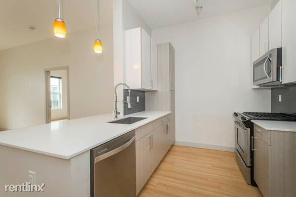320 D St Unit 202, South Boston, MA
