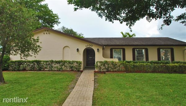 1100 Sw 70th Ter, Plantation, FL