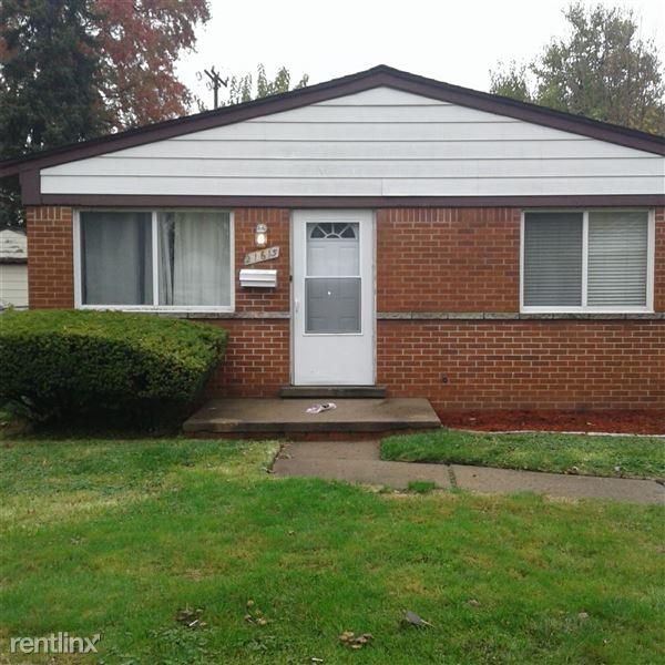 21615 Lakeview St, Saint Clair Shores, MI