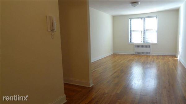 6420 Saunders St, Rego Park, NY