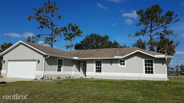 207 E 8th St, Lehigh Acres, FL