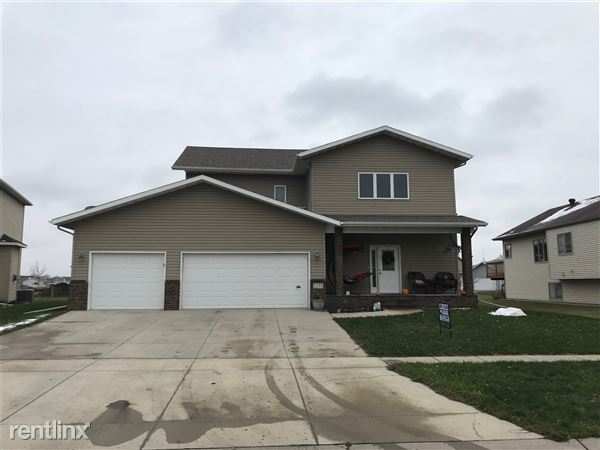 1235 Goldenwood Dr, West Fargo, ND