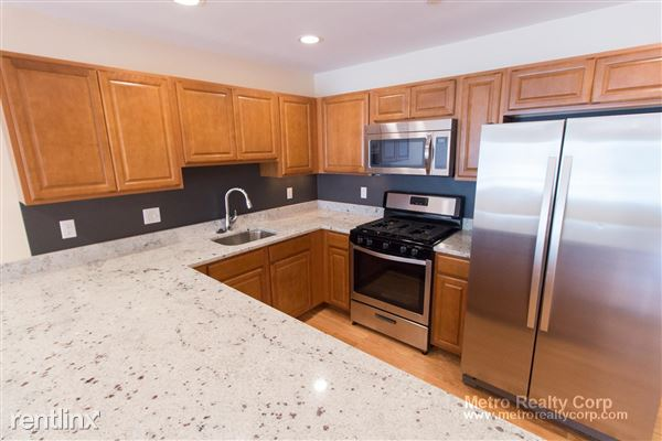 5135 Washington St, West Roxbury, MA