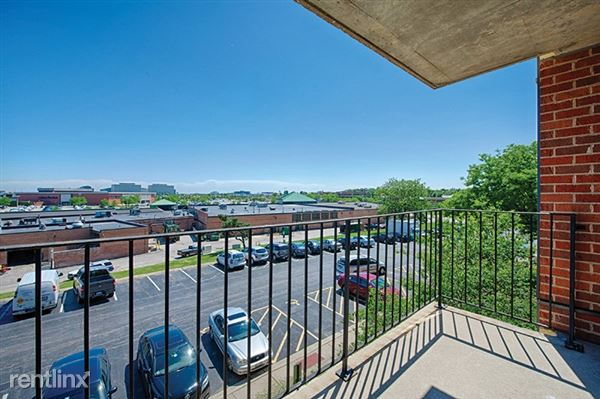 2255 S Highland Ave Apt 305, Lombard, IL