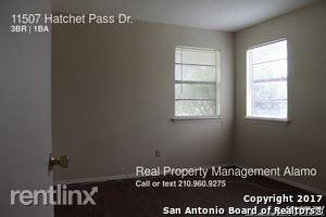 11507 Hatchet Pass Dr, San Antonio, TX