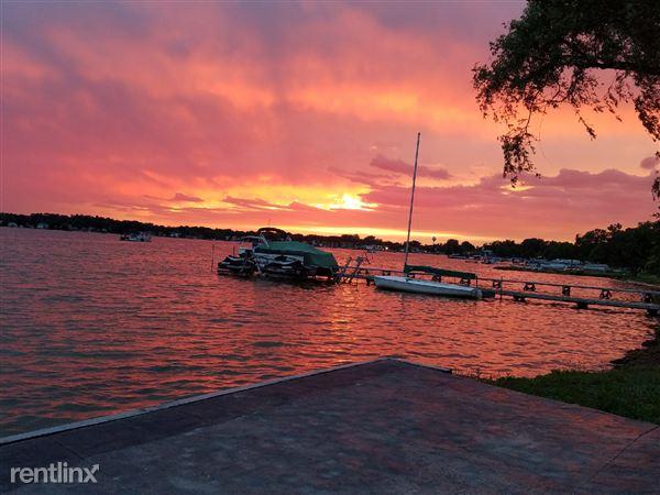 1133 E Lake Dr, Novi, MI