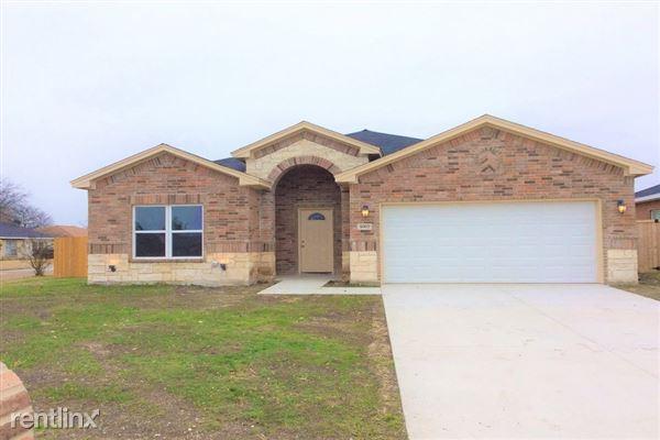 1002 Woodcrest Drive, Lancaster, TX