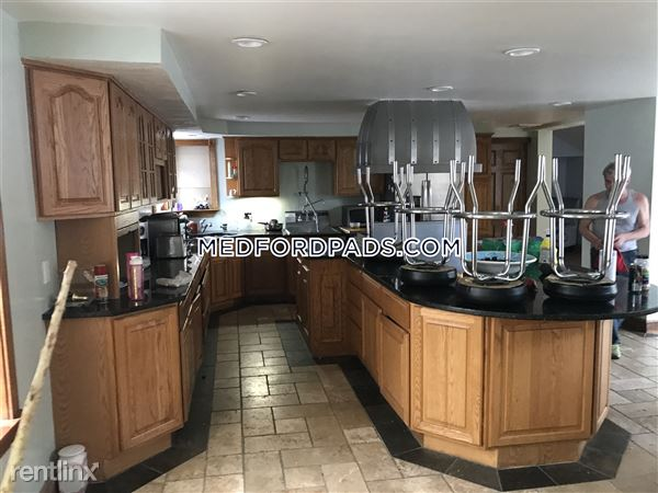 23 Forest St # R, Medford, MA