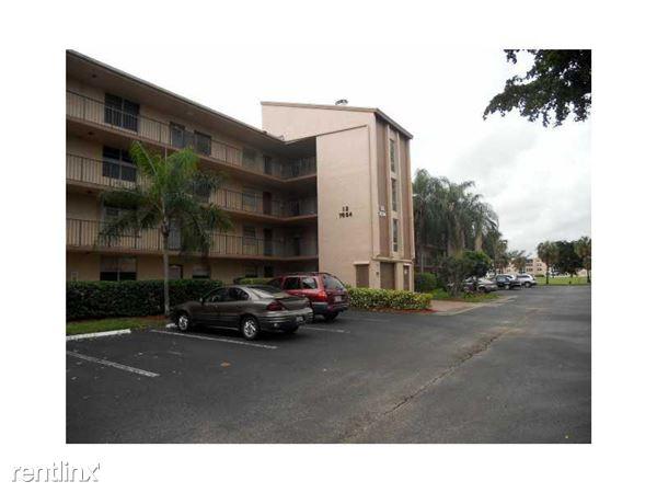 1025 Country Club Dr, Margate, FL