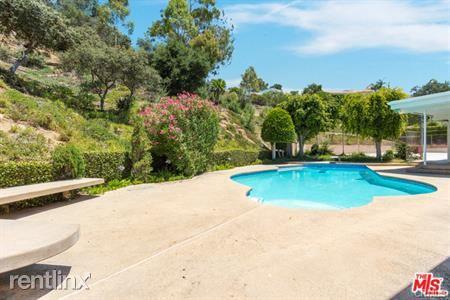 8900 Alto Cedro Dr, Beverly Hills, CA