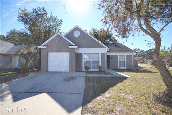 1001 Pleasant Pine Court, Valrico, FL