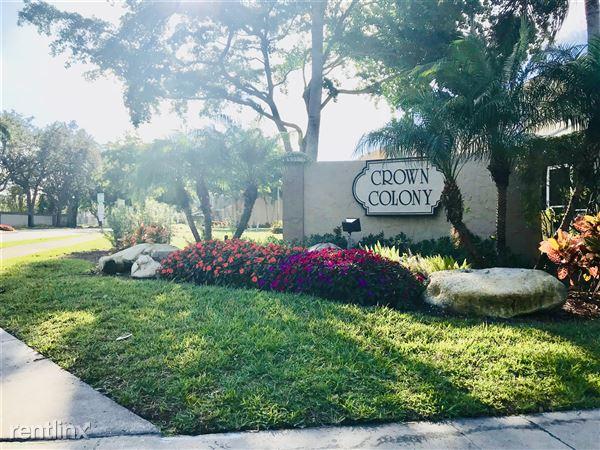 2840 S Edgehill Ln, Hollywood, FL