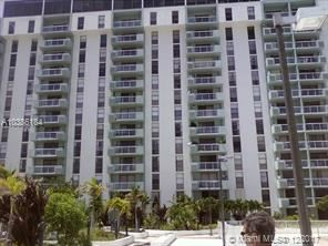 13499 Biscayne Blvd Apt 915, North Miami, FL