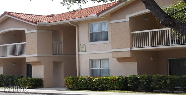 801 Rich Dr Unit 200, Palm Springs, FL