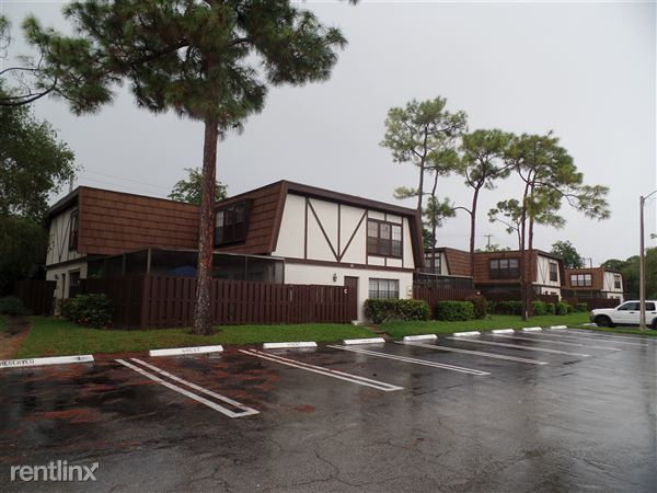 104 Weybridge Cir Apt A, Royal Palm Beach, FL