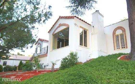 11652 Picturesque Dr, Studio City, CA
