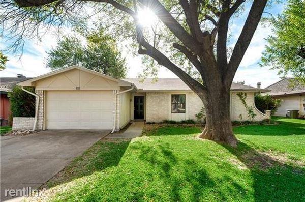 1606 White Oak Dr, Garland, TX