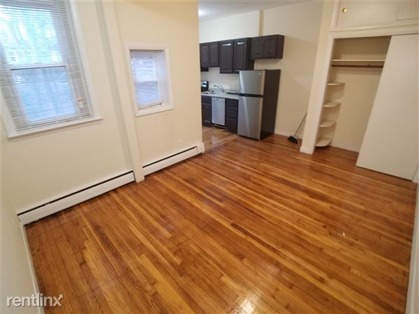 15 University Rd Apt 33, Brookline, MA