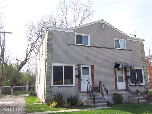 21811 Coolidge Hwy, Oak Park, MI