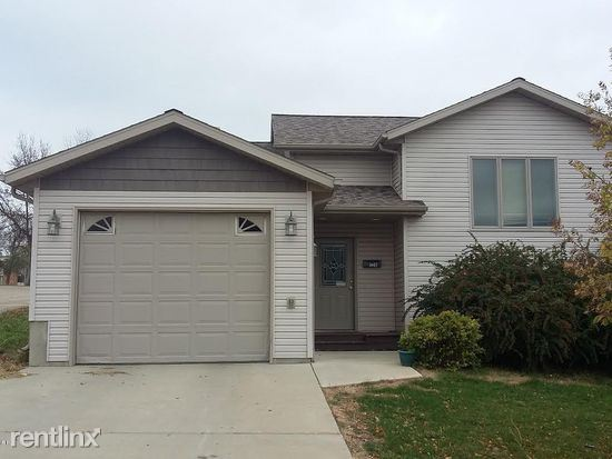 128 9th Avenue East, Dickinson, ND