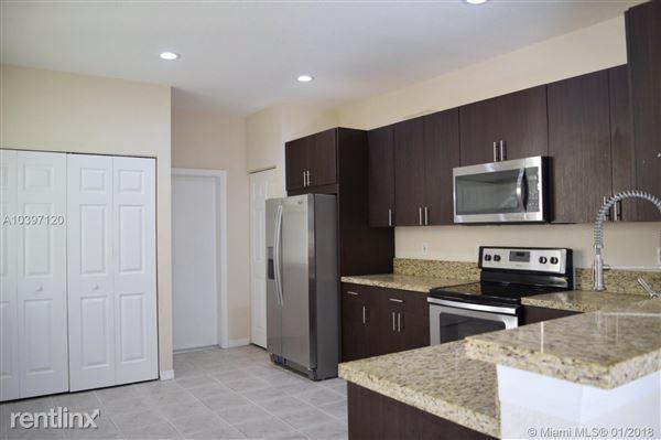 2070 Hacienda Ter # 1, Weston, FL