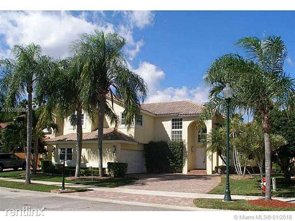 1091 Longview # 1, Weston, FL