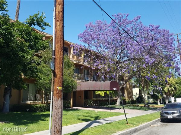 12311 Chandler Blvd, Valley Village, CA