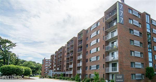 701 Royal St George Dr, Naperville, IL