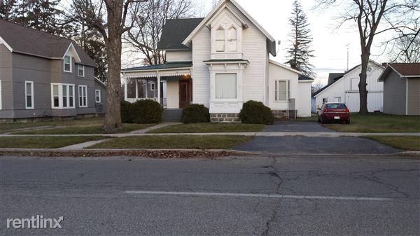 221 Ives Ave, Big Rapids, MI