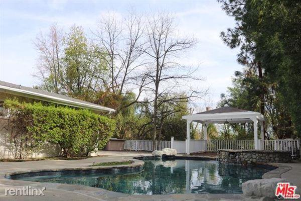 5220 Melvin Ave, Tarzana, CA