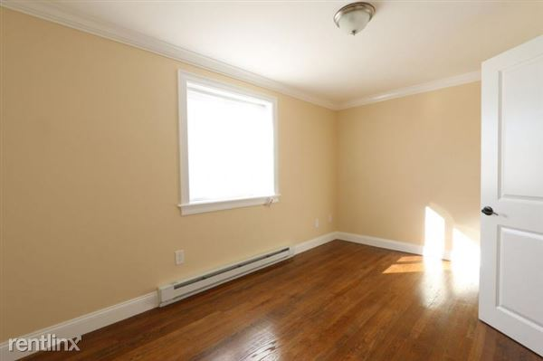 5 Lowell Ave Apt 1, Watertown, MA