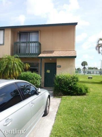 4901 Pier Dr, Greenacres, FL