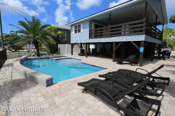 231 Ostego Dr, Fort Myers Beach, FL