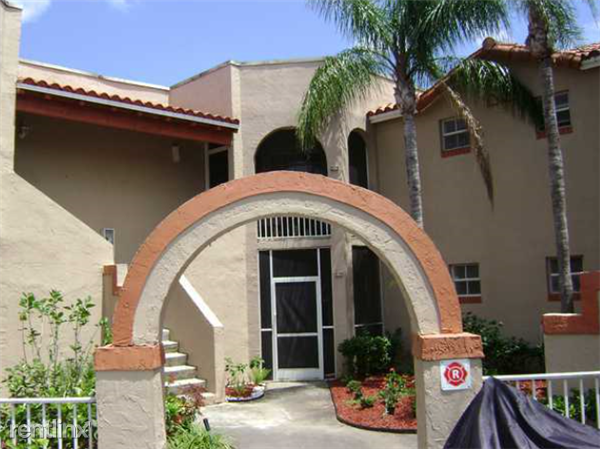 8630 Sw 3rd St, Pembroke Pines, FL