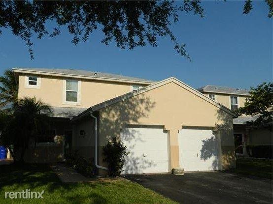 240 Nw 207th Way, Pembroke Pines, FL