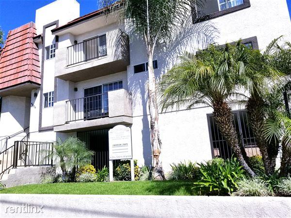 4426 Cahuenga Blvd, Toluca Lake, CA