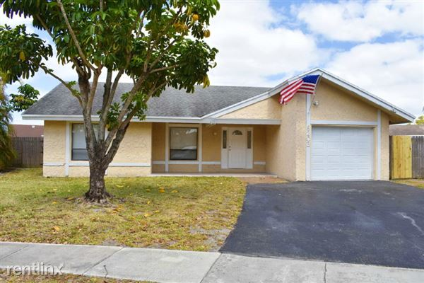 8203 Sw 12th Place, North Lauderdale, FL