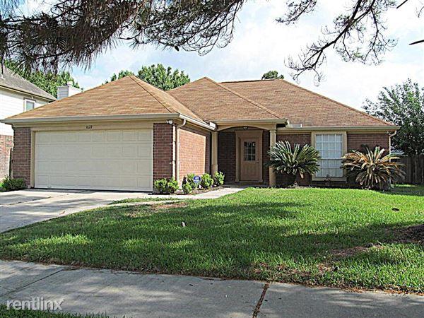 1622 Ridgebriar Dr, Houston, TX