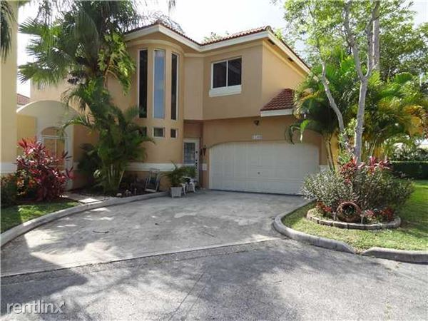 11461 Lakeview Dr, Coral Springs, FL