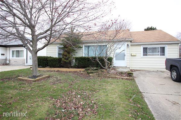 27241 Woodmont, Roseville, MI