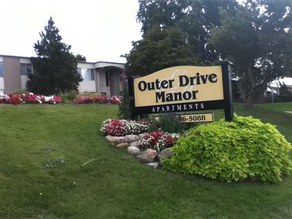 23935 Outer Dr, Melvindale, MI