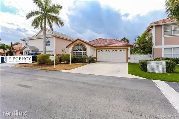 21301 Sawmill Ct, Boca Raton, FL