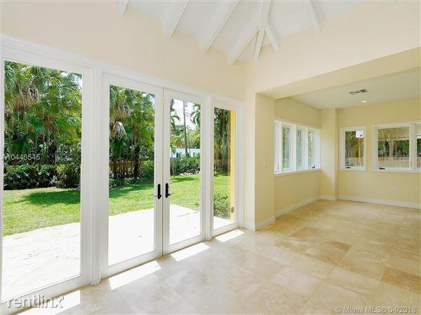 672 Ne 98th St, Miami Shores, FL