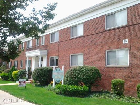 3694 Warrensville Center Rd #103, Shaker Heights, OH