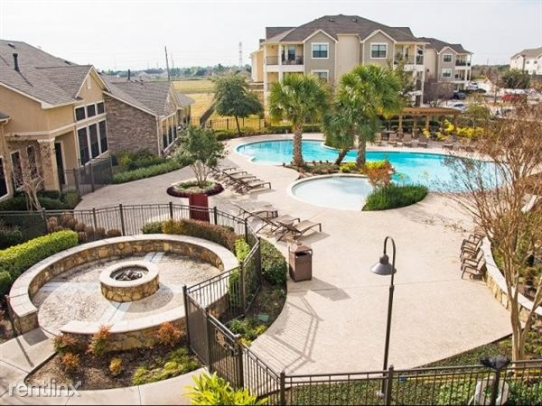 630 Colony Lake Estates Dr, Stafford, TX