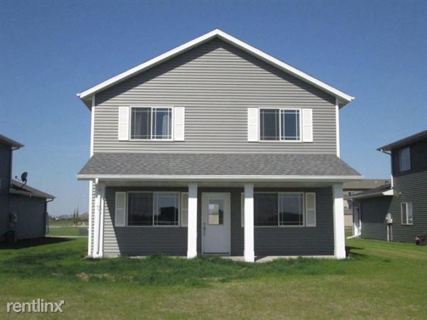 3953 S 35th St, Grand Forks, ND